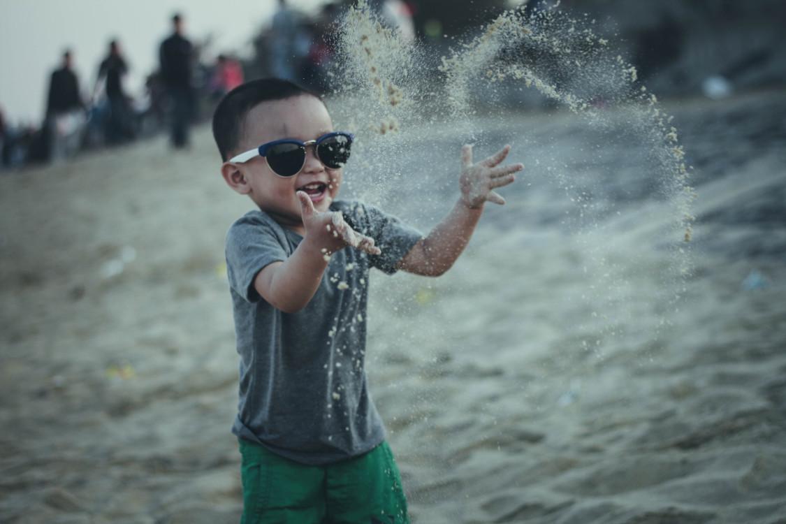 PE-enfant-sable